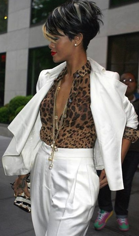 Rihanna_leaving_her_7aec